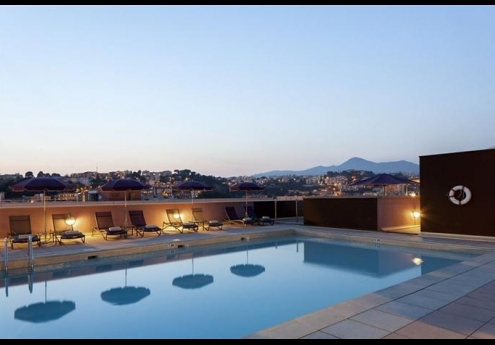 Located On The 6th Floor Of 4 Star Nh Nice Hotel Rooftop Pools Offers Skyline Views